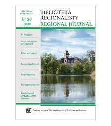 Polarization and convergence in socio-economic spatial development models